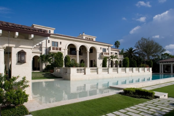 Luxury real estate market indicates recovery